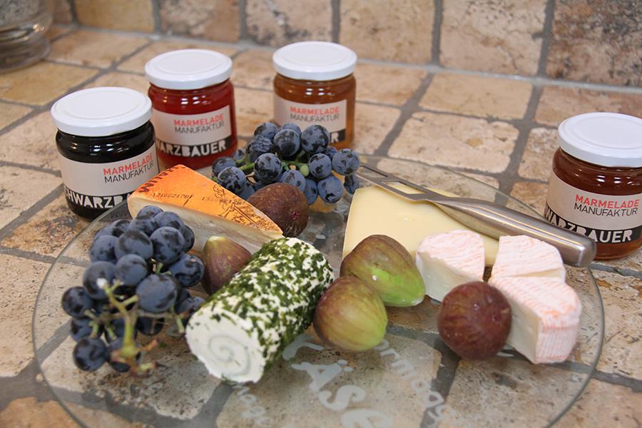 Käse und Marmelade